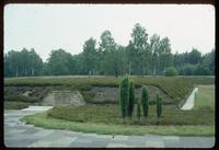 Bergen-Belsen Concentration Camp : Mass grave of 1000 camp victims