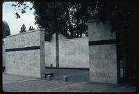 Umschlagplatz Memorial (Warsaw, Poland) : Diagonal view across the enclosed memorial space